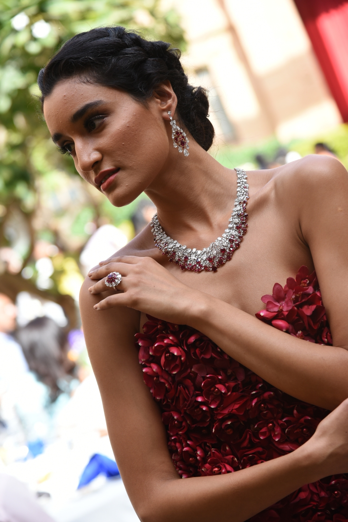 india's international luxury jeweler, nirav modi, celebrates 5