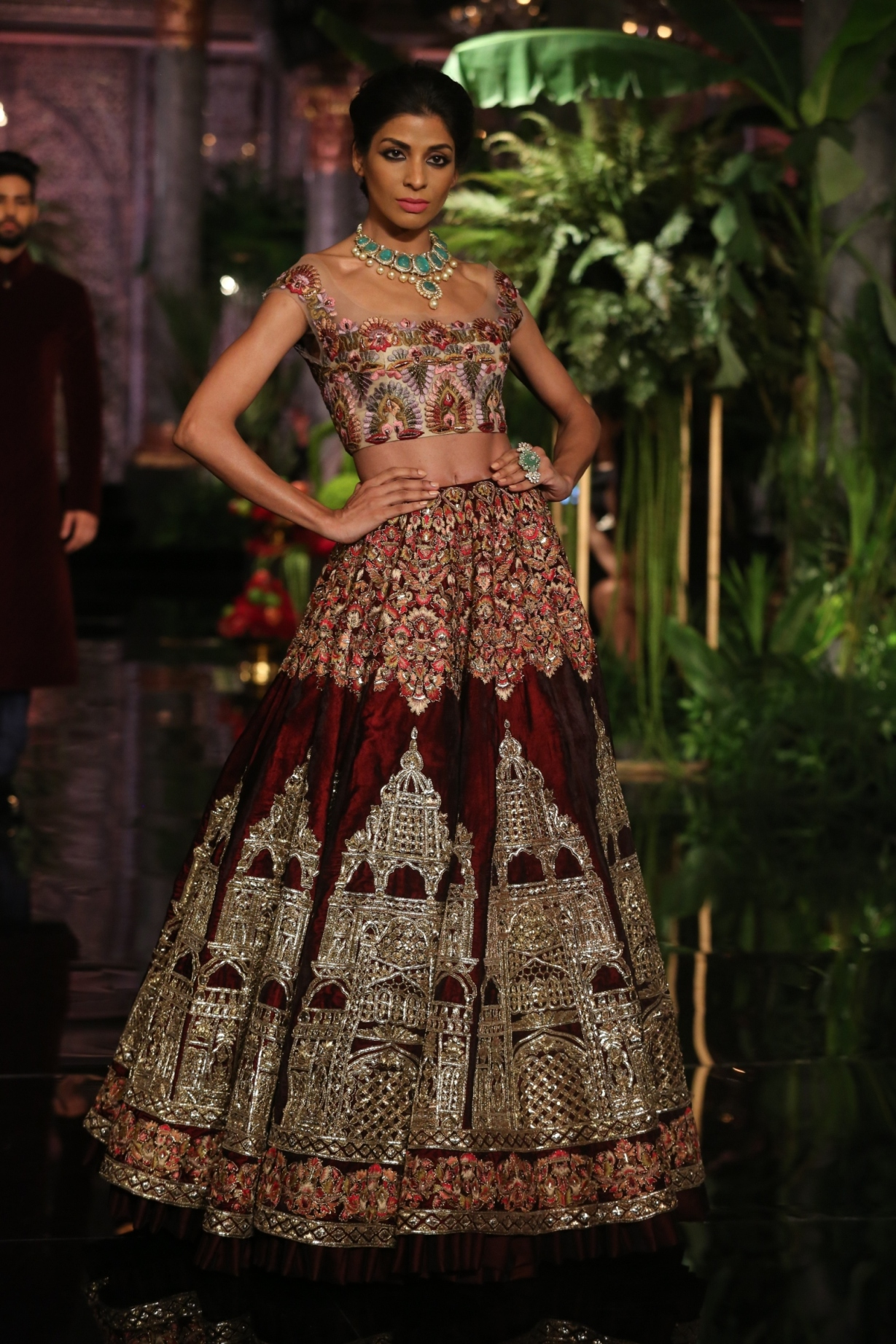 Persian Gowns - Best Gowns And Dresses Ideas & Reviews